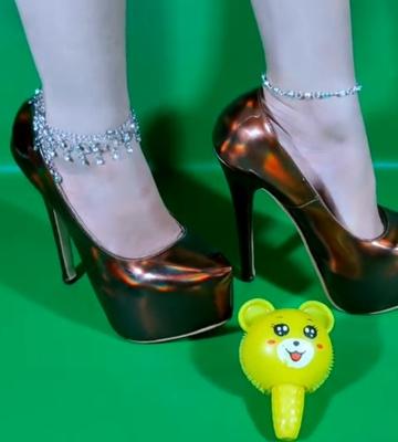 Queen_legs